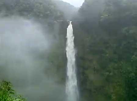 194cb5dedd735f Misty falls in Akaka Falls State Park on Big Island (Hawaii)